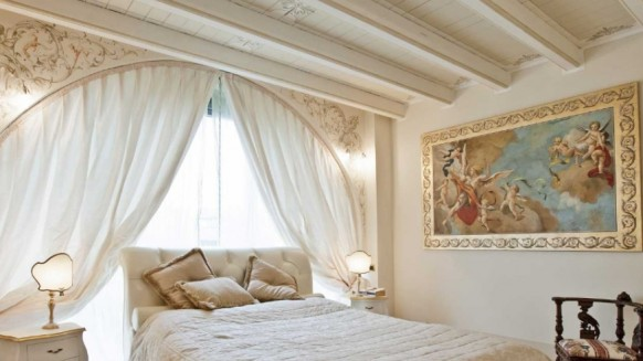 Fresco-bedroom-designs-wall-mural-and-painting-582x327