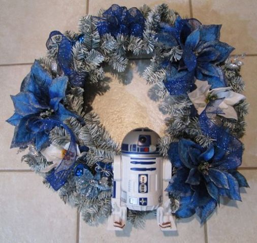05-make-your-own-silver-and-blue-wreath-and-attach-a-small-R2D2-to-it