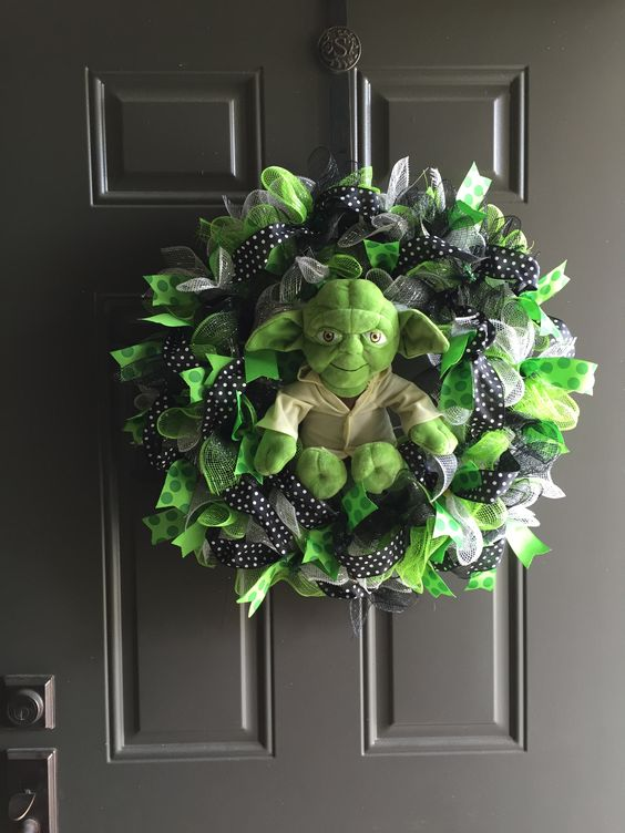 14-Star-Wars-Yoda-wreath-of-colorful-deco-mesh